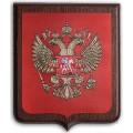 Герб Российской Федерации на деревянной подложке