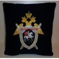 Подушка с вышитой эмблемой Следственного комитета России