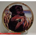 Декоративная тарелка Собака с добычей